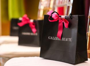 Caroline Venâncio e Galerie Beauté