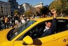 Apoiadores de Biden fazem festa com resultado anunciado pela imprensa - Imagem 6