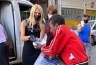 Val Marchiori faz doações a moradores de rua - Imagem 3