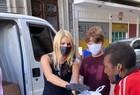 Val Marchiori faz doações a moradores de rua - Imagem 1
