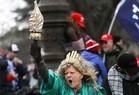Apoiadores de Donald Trump invadem Congresso dos EUA - Imagem 17