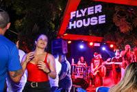 Flyer House: a gigante voltou! (1)
