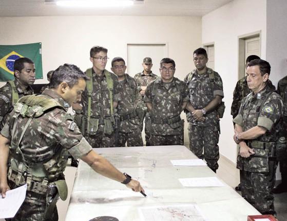 Trabalho com  população humaniza as ações  do Exército no Estado