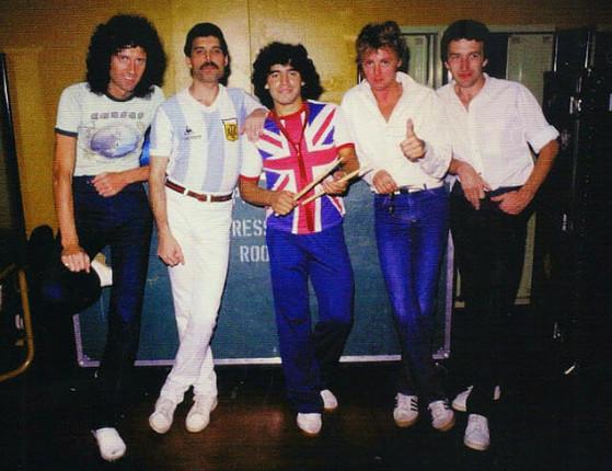 Fãs do rock e futebol relembram encontro de Maradona e Mercury