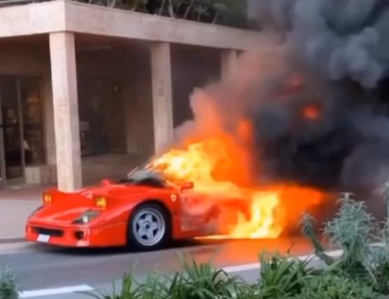Ex-piloto MotoGP flagra Ferrari F40 pegando fogo em Mônaco;vídeo!