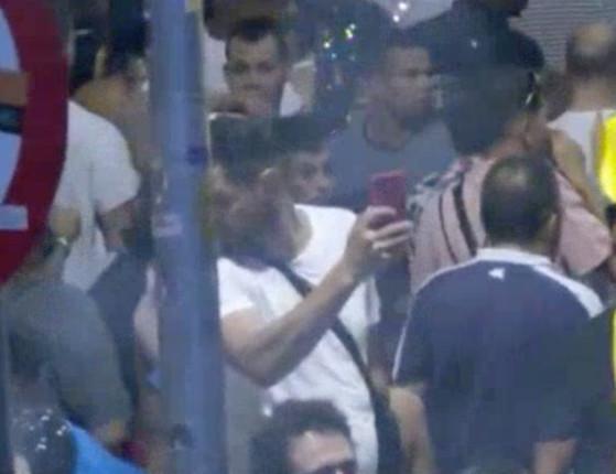 Grupo rouba celulares e bolsas em bloco de rua em São Paulo; vídeo