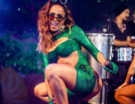 Anitta passa mal durante ensaio de bloco no Rio e abandona seu show