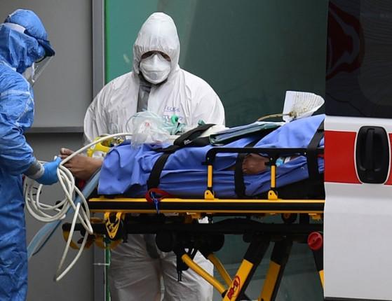Brasil tem 807 mortes em 24 horas e total chega a 23.473, diz Saúde