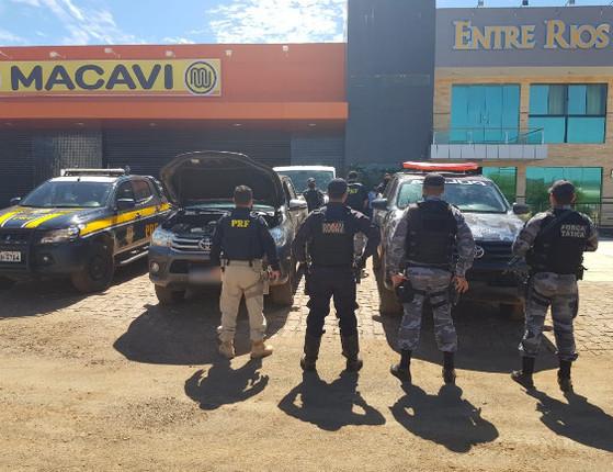 Casal de estelionatários é preso com veículo de luxo na BR-316