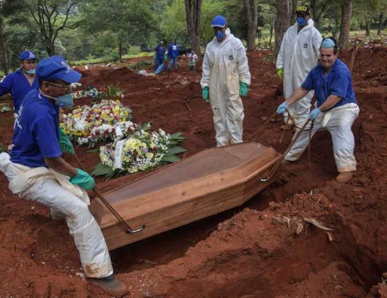 Brasil registra 623 mortes em 24 horas e total se aproxima de 30 mil