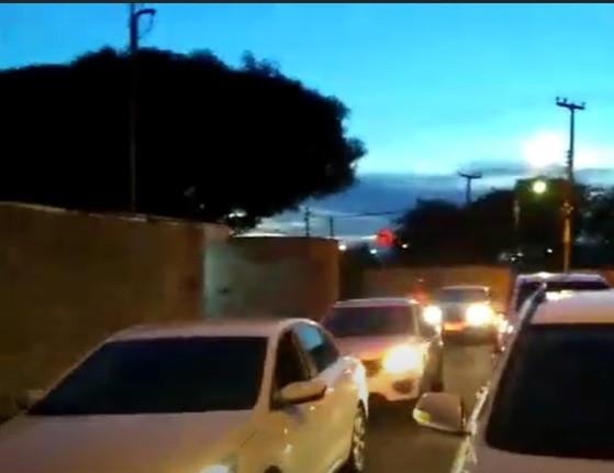 Após buzinaço, Firmino Filho pede respeito e vai à Justiça; veja vídeo