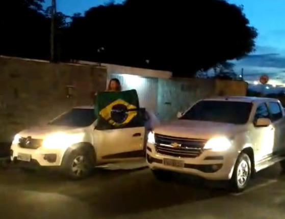 W. Dias e vereadores repudiam o protesto na casa de Firmino e Lucy