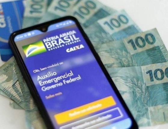 Governo decide pagar mais duas parcelas de R$ 600 para o auxílio