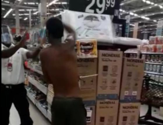 Homem tenta esfaquear segurança de supermercado na Bahia; vídeo!