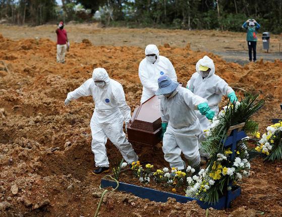 Brasil tem 1.071 mortes  em 24h e casos passam de 1,8 mi, diz Saúde