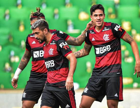Flamengo vence o Fluminense na 1ª partida pela decisão do Carioca