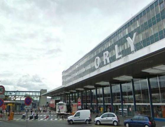 Atentado terrorista no aeroporto de Orly deixa 8 vítimas fatais em Paris