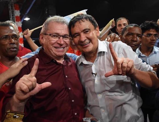 """W. Dias decreto luto após morte de Assis Carvalho: """"Um golpe duro"""""""