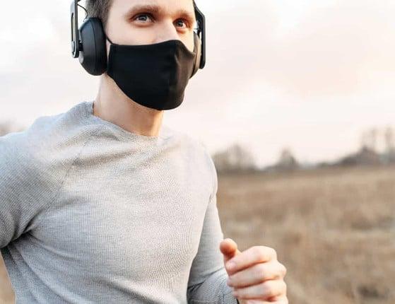 Saiba o que esperar se decidir usar máscara para fazer seus exercícios