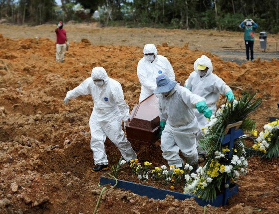 Brasil tem 1.220 mortes em 24h e se aproxima de 70 mil, diz Saúde