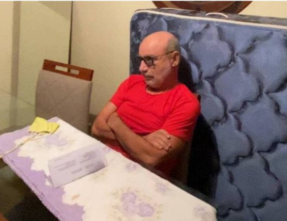 STJ concede prisão domiciliar para Fabrício Queiroz e sua mulher