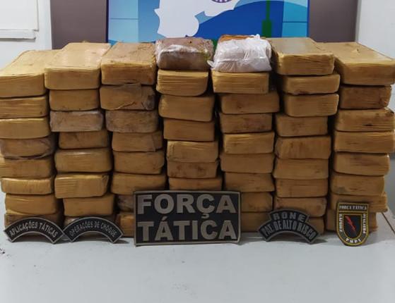 PI: Jovem de 18 anos é preso com 59 tabletes de maconha em ônibus