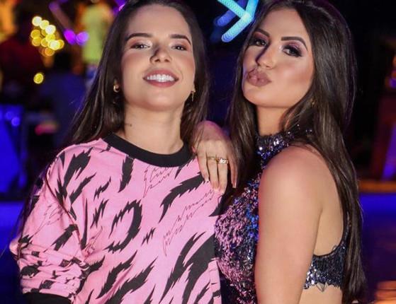 Influencer Fernanda Aguiar está noiva da cantora Maria Clara; fotos