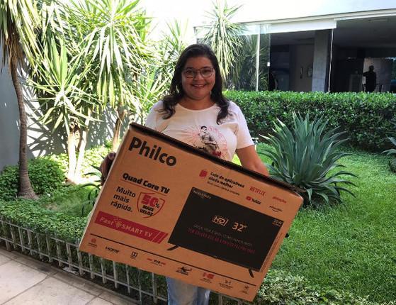 Assine Ganhe: Ganhadora recebe SmartTV; hoje tem um smartphone