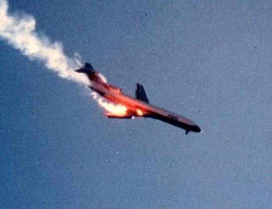 Boeing choca-se ainda no ar com um cessna e 144 pessoas morrem