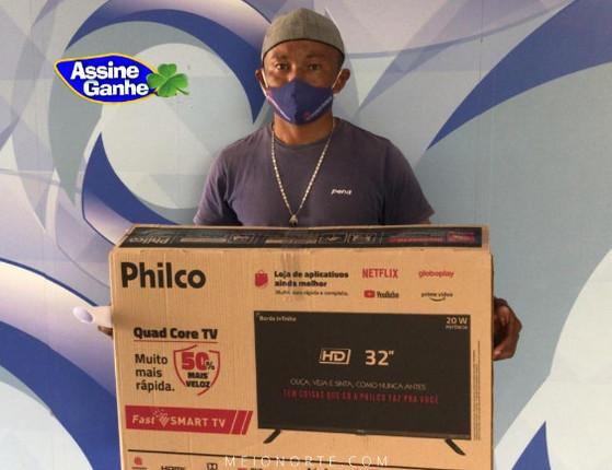 Quinto sorteado do Assine Ganhe recebe sua Smart TV na Rede MN