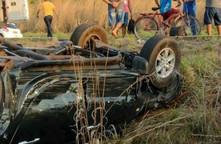 Carro capota e deixa seis pessoas feridas entre Altos e Teresina