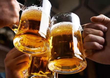 Final de semana chegou! Veja seis benefícios da cerveja para você