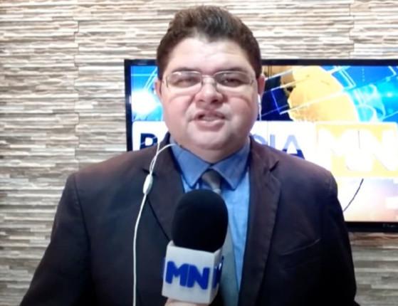 Jornalista Carlos Mesquita chega no HU; quadro de saúde é grave