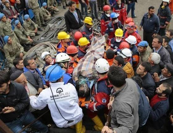 Explosão em mina de carvão deixa 301 mineiros mortos  e 100 feridos