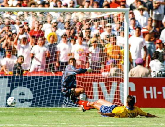 Jogador faz gol contra sua seleção em Copa e é morto por torcedor