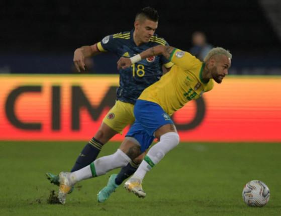 Brasil vence a Colômbia por 2 a 1 e segue 100% na Copa América