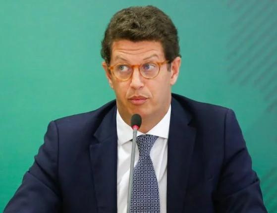 Ministro do STF autoriza envio do celular de Salles para os EUA