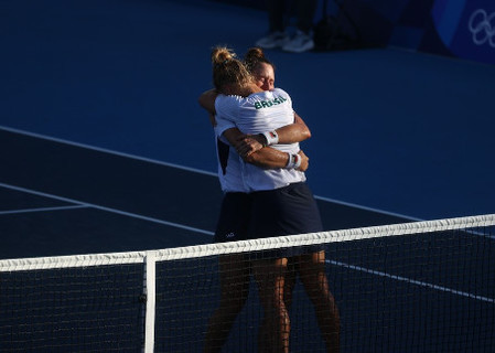 Brasileiras Luisa Stefani e Laura Pigossi levam o bronze no tênis
