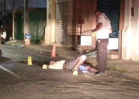 Morador de rua é morto a facadas em frente à batalhão da polícia