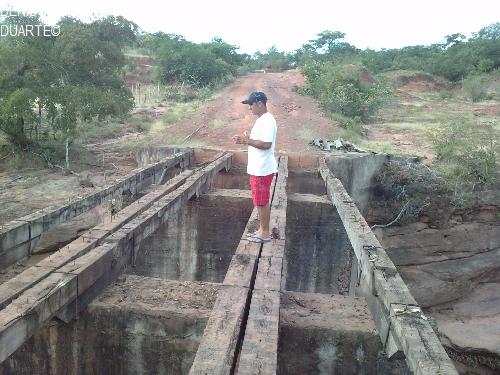 Ponte entre comunidades Malhadinha e Caldeirão está sendo reconstruída