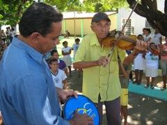 Ponto de Cultura de Redenção promove show de rabeca em praça pública