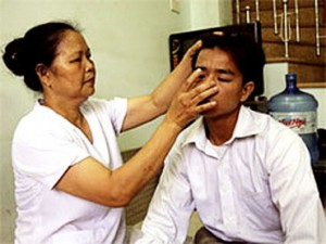 Vietinamita descobre: Só olhando a orelha é possível saber se a pessoa é ou não virgem.