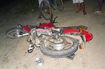 Homem sofre acidente de moto no Povoado Buraco D'Água