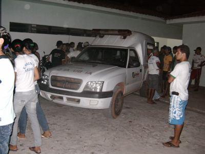 Ambulância tomba e duas pessoas morreram