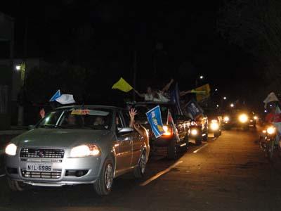 Capitão de Campos: multidão acompanha Sílvio Mendes e Marden Menezes do PSDB.