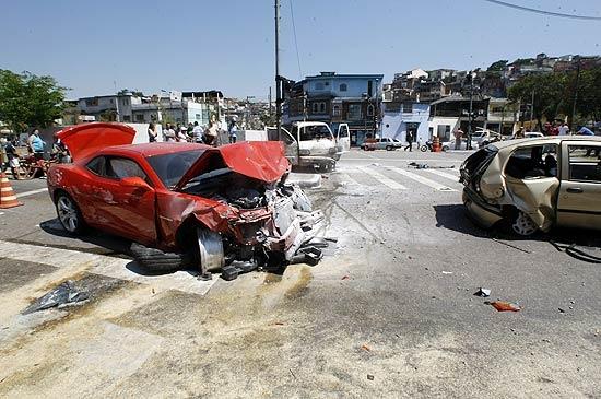 Motorista de Camaro está em choque após acidente, diz advogado