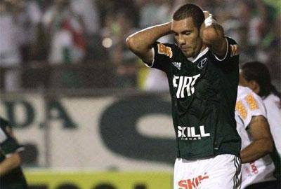 Palmeiras empata com América-MG e vê crise aumentar
