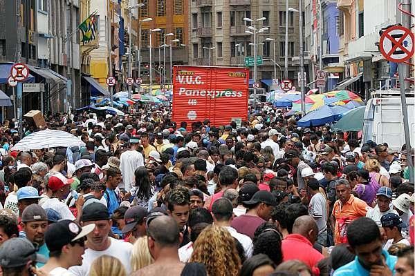 Vendas do comércio no Brasil recuam 0,4% em agosto, diz IBGE