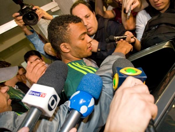 Kleber discute com diretoria e não viaja com time por causa de João Vitor