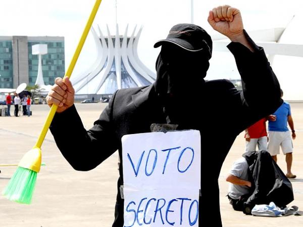 Milhares de pessoas fazem marcha contra a corrupção no DF